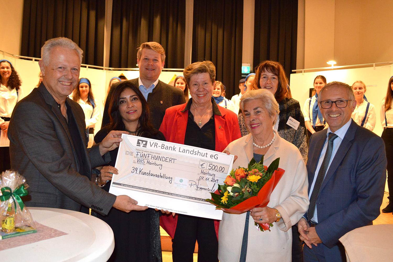 Kastulus-Bader-Stiftung unterstützt alljährlichen Kunstausstellung der Volkshochschule